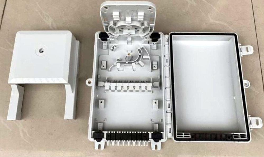 Caja de derivación interior para dieciséis conectores tipo SC